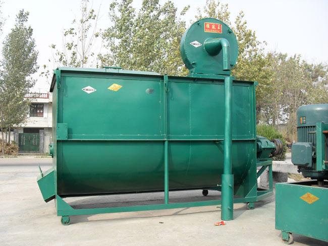 容量2000斤卧式搅拌粉碎一体机
