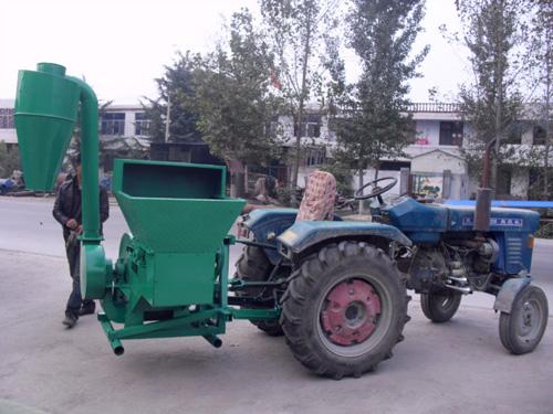 拖拉机带粉碎机